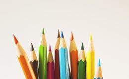 Farbenbleistifte getrennt auf weißem Hintergrund stockbilder