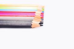 Farbenbleistifte getrennt auf weißem Hintergrund Lizenzfreie Stockfotografie