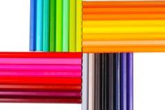 Farbenbleistifte getrennt auf weißem Hintergrund Stockfoto