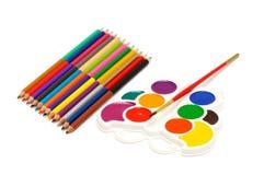 Farbenbleistifte und -Aquarell Lizenzfreie Stockbilder