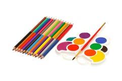 Farbenbleistifte und -Aquarell Lizenzfreie Stockfotos