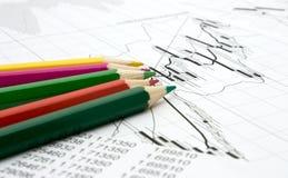 Farbenbleistifte und -diagramm Lizenzfreie Stockfotografie