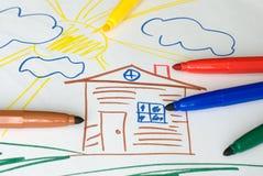 Farbenmarkierungen auf Zeichnung des Kindes Lizenzfreie Stockbilder