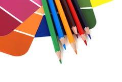 Farbenmuster und -bleistifte Lizenzfreie Stockbilder