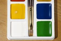 Farbenpalette und -pinsel Stockbild