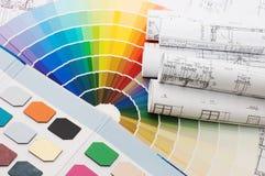 Farbenproben für Auswahl mit Hausplan Stockbild