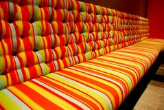 Farbenreicher Lehnsessel stockbilder