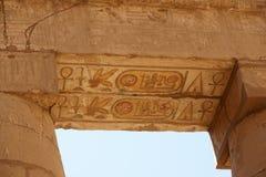 Farbenverzierung des Karnak Tempels. Luxor. Ägypten. Stockfoto