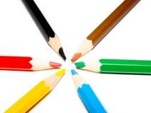 Farbenzeichenstifte auf weißem Hintergrund Stockbild