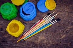 Farbfarben mit Pinseln Lizenzfreies Stockbild