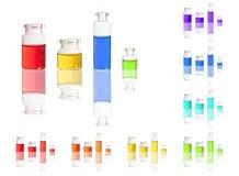 Farbflüssigkeit in den Flaschen lokalisiert auf Weiß lizenzfreie stockfotografie