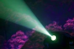 Farbflutlicht zum Belichten von Glühen in der Dunkelheit Stockbild