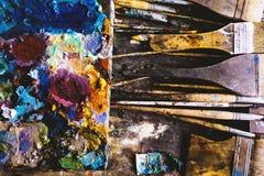 Farbfragmente befleckt auf Papierbl?ttern von der Kunst lizenzfreie stockfotografie