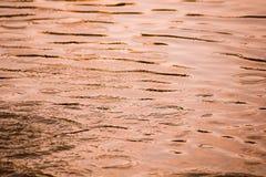 Farbhintergrund mit Wasseroberfläche Stockfotografie