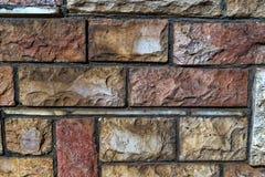 Farbige alte Ziegelsteine des unterschiedlichen Größenbeschaffenheits-Fotoabschlusses oben Stockbilder