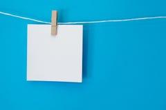 Farbige Anmerkung quadratische hängende 2 Stockfotos