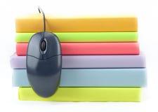 Farbige Bücher mit Maus Lizenzfreie Stockbilder