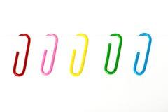 Farbige Büroklammer stockfotografie