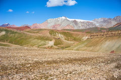 Farbige Berge in Kichik-Alai-Tal Stockfotografie