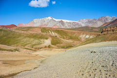 Farbige Berge in Kichik-Alai-Tal Lizenzfreies Stockfoto