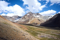Farbige Berge in Kichik-Alai-Tal Lizenzfreie Stockbilder