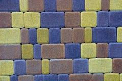 Farbige Beschaffenheit eines Fragments der Steinpflastersteine Stockfotos
