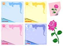 Farbige Blätter Papier und eine Rose Stockfotografie