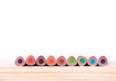 Farbige Bleistifte auf dem Holz Lizenzfreie Stockfotografie