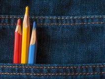 Farbige Bleistifte auf Denim Zu verwenden ist möglich, in den Internet-Projekten stock abbildung