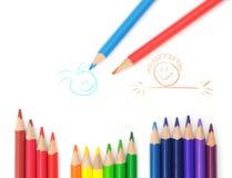 Farbige Bleistifte auf der Zeichnung des Kindes Lizenzfreie Stockfotos