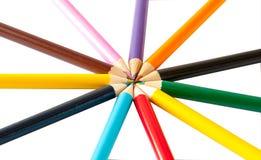 Farbige Bleistifte auf einem weißen Hintergrund, getrennt Stockfotos