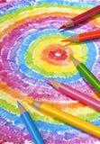Farbige Bleistifte auf Farben-Zeichnung Lizenzfreie Stockfotografie
