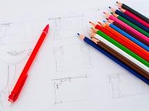Farbige Bleistifte auf Papier Stockfotografie