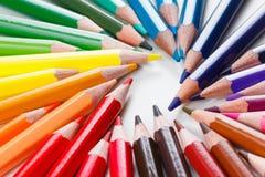 Farbige Bleistifte auf Weiß, Nahaufnahme Lizenzfreies Stockfoto