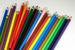 farbige Bleistifte auf weißem Hintergrund lizenzfreie stockfotografie