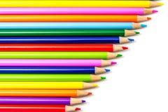 Farbige Bleistifte in den Reihen Lizenzfreies Stockbild