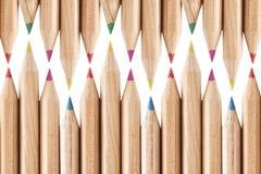 Farbige Bleistifte, die Hintergrund wiederholen Stockfoto