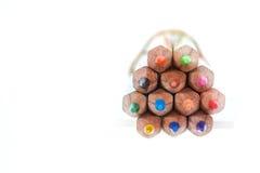 Farbige Bleistifte in einem Bündel der Nahaufnahme Stockfotografie