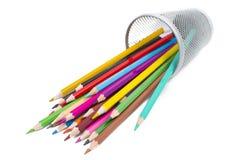 Farbige Bleistifte in einem Bleistiftkasten Lizenzfreies Stockfoto