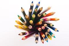 Farbige Bleistifte in einem Glas lizenzfreie stockfotos