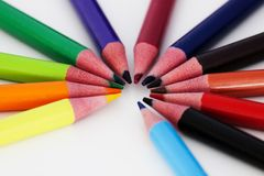 Farbige Bleistifte in einem Kreis Stockfotos