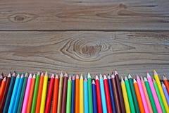Farbige Bleistifte in einer Linie Lizenzfreies Stockbild