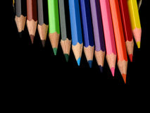 Farbige Bleistifte in einer Reihe Lizenzfreie Stockfotografie