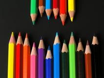 Farbige Bleistifte in einer Reihe Lizenzfreie Stockfotos