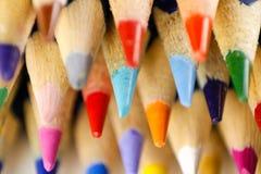 Farbige Bleistifte geschärft Makro nahaufnahme Stockfoto
