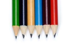 Farbige Bleistifte getrennt auf einem weißen Hintergrund Stockfotografie