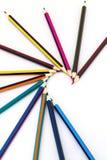 Farbige Bleistifte getrennt auf einem weißen Hintergrund Lizenzfreie Stockfotografie