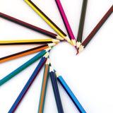 Farbige Bleistifte getrennt auf einem weißen Hintergrund Stockbilder
