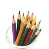 Farbige Bleistifte getrennt auf weißem Hintergrund Stockfotos