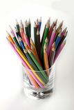 Farbige Bleistifte im Becher! Lizenzfreies Stockbild